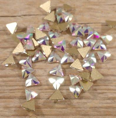 Driehoekje 6 mm Crystal AB Non hotfix Rhinestones figuren Superior Glamour kwaliteit