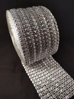 Non hotfix mesh rol Kleur Zilver vierkant met piramide