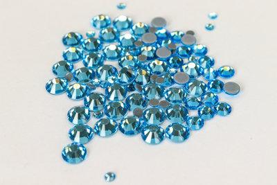 Aquamarine SS 30 Superior Glamour kwaliteit Hotfix steentjes