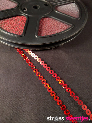 Strijkbare Pailletten op rol kleur rood (per meter)
