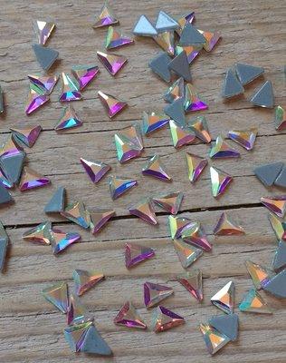 Ongelijk Driehoekje 7 mm Crystal AB Hotfix Rhinestones Superior kwaliteit
