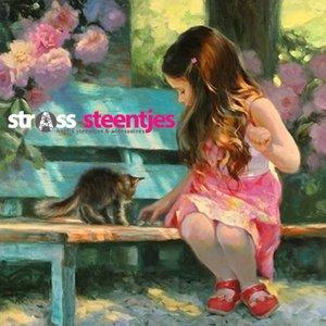 Meisje met kitten op een bankje