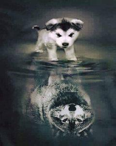 Hondje ziet zichzelf als wolf in het water 40x50 cm