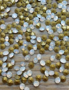White Opal SS6 Pointed Back Rhinestones