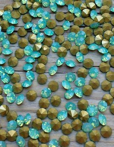Green Opal SS20 Pointed Back Rhinestones
