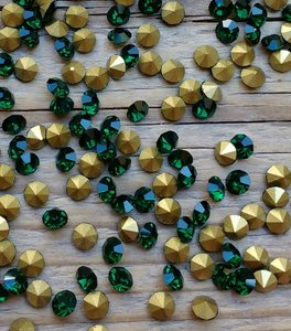 Emerald SS20 Pointed Back Rhinestones
